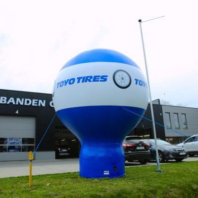 Opblaasbare Balloon 4m Toyo Tires met licht Zoerselse bandencentrale