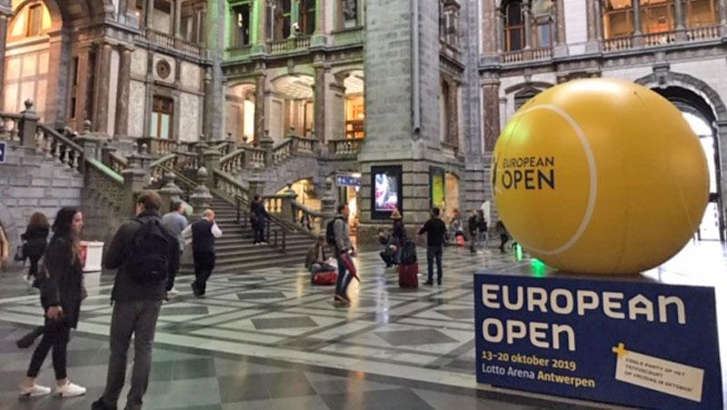Giant opblaasbare luchtdichte tennisballen European Open Antwerp